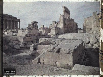 Syrie, Balbeck, L'Autel colossal et la Basilique.Les vestiges de la Grande Cour et du sanctuaire du Temple de Jupiter Héliopolitain