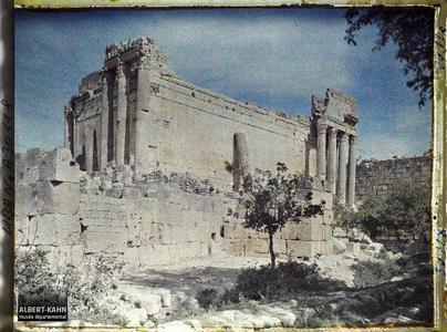 Syrie, Balbeck, Vue d'ensemble du Temple de Bacchus, partie sud.Angle sud-ouest du Temple dit de Bacchus