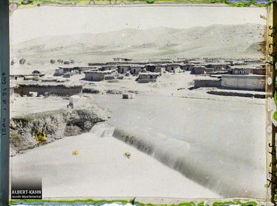 Irak, Zakho, Le Village et chaîne du Kurdistan & la Khbour. Le village, la rivière Khabur au pied des montagnes (chaîne du Zagros, frontière du Kurdistan)