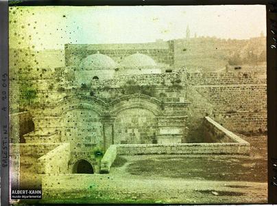 Syrie, Jérusalem, Porte Dorée, vue de face.La Porte Dorée, vue de l'intérieur