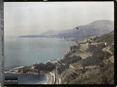 Italie, Tenda, Panorama s/ Menton , vue prise de la Mortola