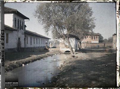 Albanie, Tirana, Dans la partie sud de la ville, le cours d'eau et ancien moulin.Cours d'eau et ancien moulin dans le sud de la ville