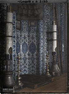 Turquie, Constantinople, Vues diverses - piliers. Mihrab (niche indiquant la direction de la Mecque) de la Rustem Pasa Camii («mosquée de Rustem Pasa» )