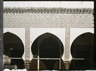 Algérie, Alger, Bibliothèque nationale - Carreaux italiens (XVIII eme S.).Le décor de céramiques italiennes des arcades du premier étage du patio de la Bibliothèque nationale (Dar Mustapha Pacha)