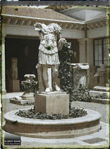 Algérie, Cherchell, Le Musée - Statue d'Auguste.La statue d'Auguste au centre de la cour du musée