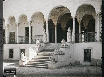Tunisie, Le Bardo, Palais du bey, escalier des lions. L'escalier des Lions menant aux appartements beylicaux du palais du Bardo