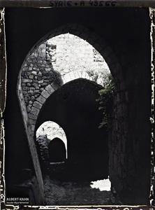 Syrie, près de Tripoli, Le chemin intérieur. Ruelle de la forteresse