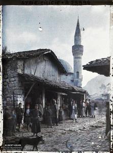Syrie, Antioche, Une vue dans les souks. Rue d'un bazar. Au fond, une mosquée