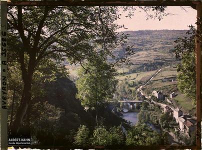 France, Najac, Paysage vu vers la route de Villefranche vue prise du sentier menant au Château